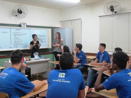 Acadêmicos de Enfermagem da UEL realizam intervenções na Guarda Mirim